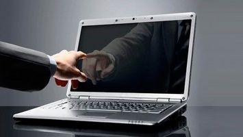 Не загорается экран ноутбука при включении — что делать?