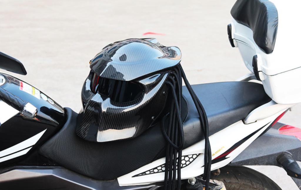 Мотоциклетный шлем Predator THH