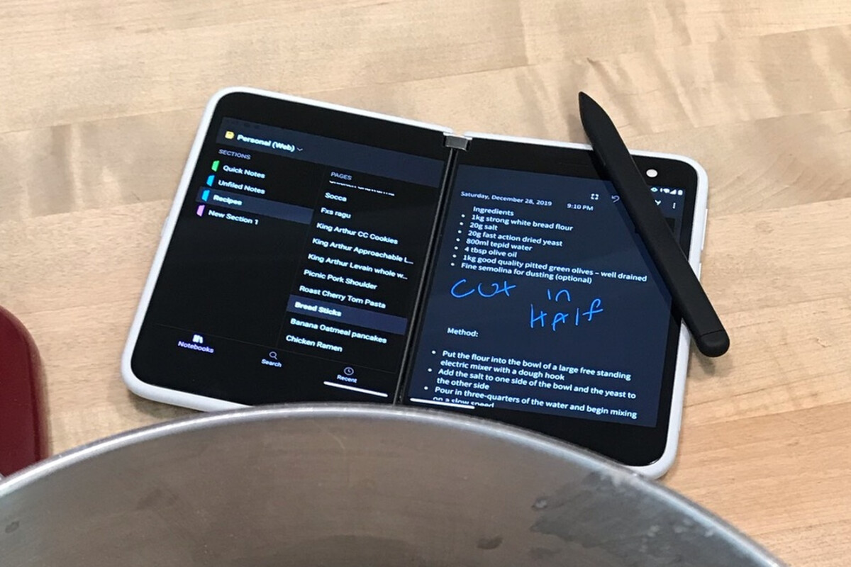 Как выглядит Microsoft Surface Duo